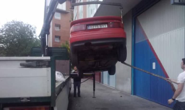 Cómo subir un Audi Coupé a la planta ocho del edificio de Prisa