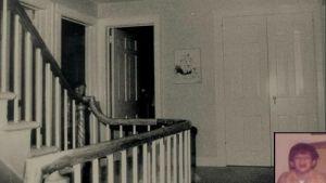 Fotografía obtenida por los Warren en la casa de Amityville. Aseguraban que no había nadie en la casa, y que el parecido con el hijo pequeño de los DeFeo es asombroso