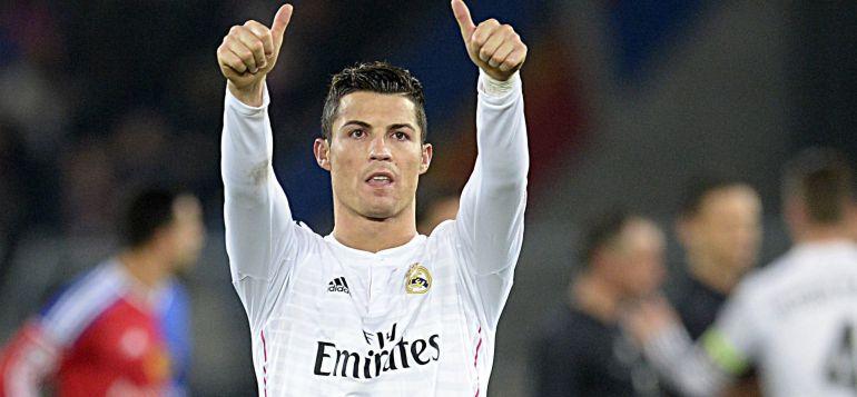El delantero portugués del Real Madrid Cristiano Ronaldo celebra la victoria de su equipo (0-1) en el partido del grupo B de la Liga de Campeones que enfrentró al Basilea contra el Real Madrid en el estadio St. Jakob-Park de Basilea, Suiza, hoy, miércoles 26 de noviembre de 2014