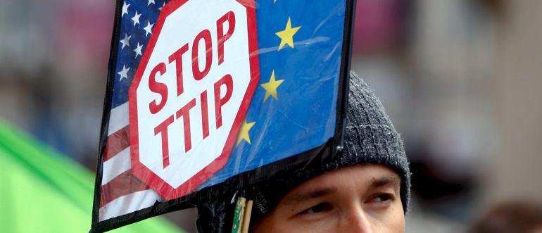 Ayer miles de personas salieron por las calles en toda Europa en el Día de Acción Global para manifestar su oposición al TTIP 1429428737_185940_1429437377_noticia_normal