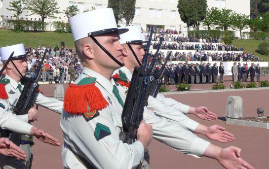 Desfile de infantería en el día de la Legión