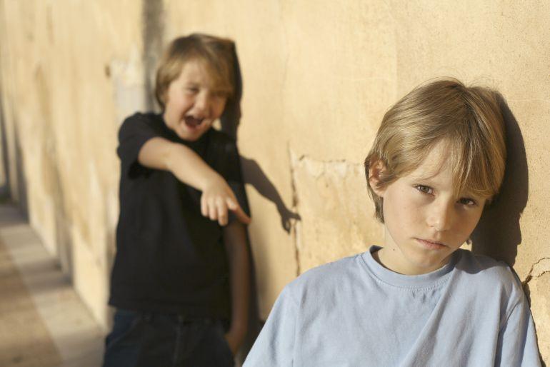 En guía de padres hablamos de si es correcto regañar al hijo de otra persona cuando se porta mal