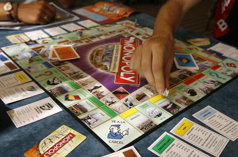 Resultado de imagen de monopoly jugando
