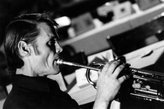 Chet Baker en una grabación en 1974
