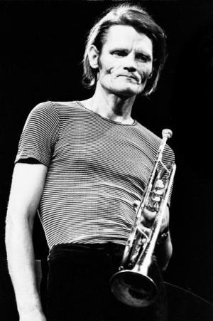 Chet Baker durante una actuación a finales de los 70
