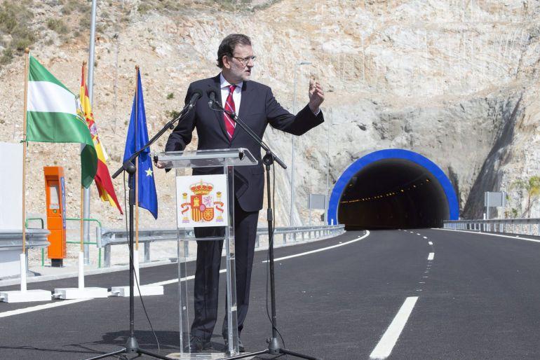 GRA246. CASTELL DE FERRO (GRANADA), 07/10/2015.- El presidente del Gobierno, Mariano Rajoy, durante su intervención en la apertura del último tramo pendiente de la Autovía del Mediterráneo A-7, una infraestructura que considera esencial para reforzar la competitividad de España. EFE/Miguel_Paquet
