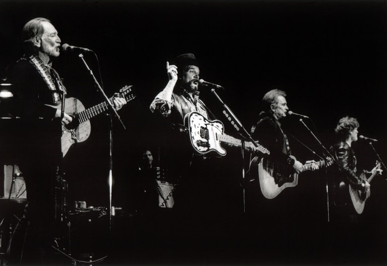 Willie Nelson, Waylon Jennings, Johnny Cash y Kris Kristofferson durante una actuación en 1992