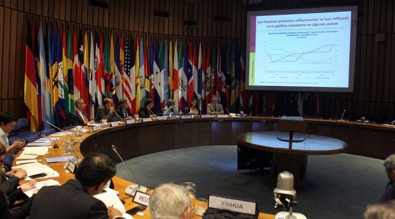 América Latina y el Caribe cerrará el 2015 con una recesión del 0,4 % y crecerá solo un 0,2 % el próximo año, según el informe de la Comisión Económica para América Latina y el Caribe