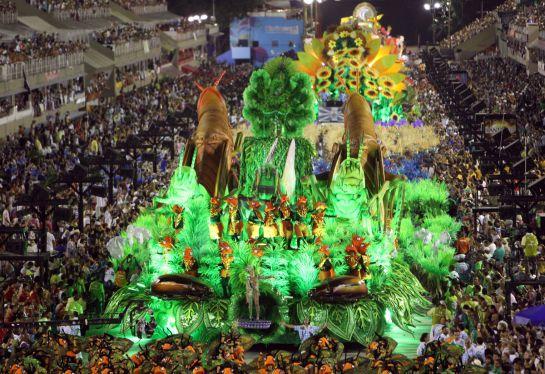 Carroza desfilando en el Carnaval de Río de Janeiro