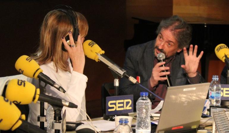 Carles Capdevila y Rocío Ramos-Paul han acercado su 'Guía de Padres' al Palacio de Cibeles