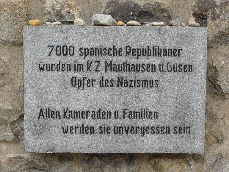 Una lápida recuerda en Mauthausen a los republicanos españoles que fueron deportados a ese campo de concentración nazi