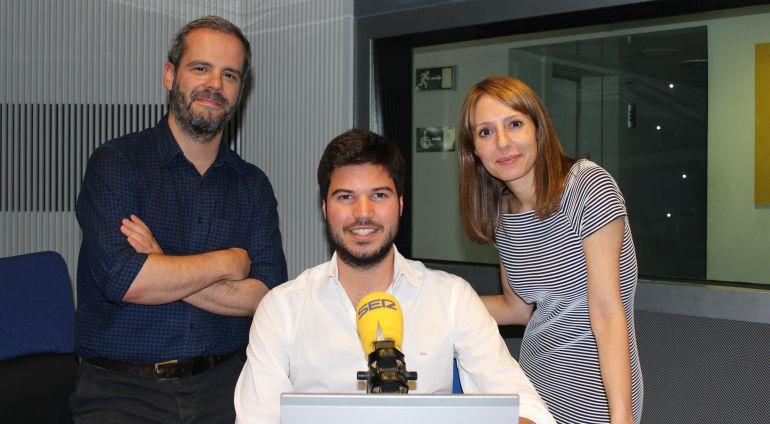 El violinista Paco Montalvo con Macarena Berlín y Antonio Fraguas.