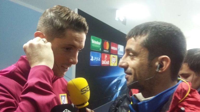 Fernando Torres atiende a los micrófonos de la Cadena SER