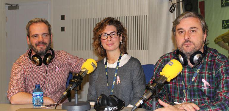 Arantxa, enferma de cáncer de mama y Pablo, su marido, junto a Toño Fraguas en 'Hoy por hoy' con Gemma Nierga.