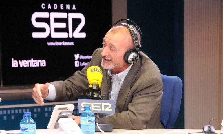 Arturo Pérez-Reverte presenta su última novela, 'Falcó', en La Ventana