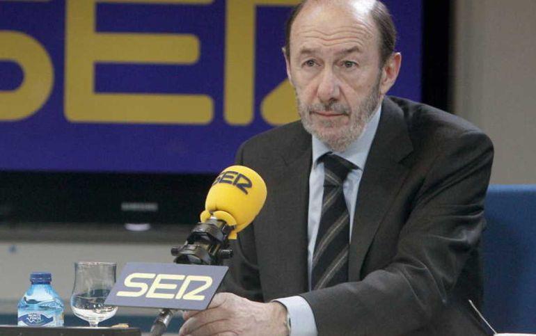 Alfredo Pérez Rubalcaba en una entrevista en la SER en una fotografía de archivo