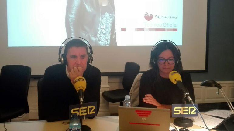 Arnaldo Otegi, junto a Àngels Barceló, en el especial de 'Hora 25' desde el palacio de Aiete