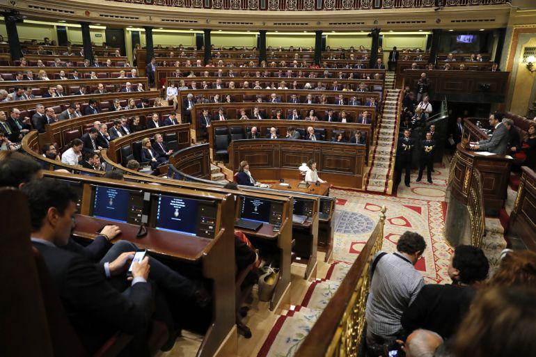 El portavoz del PSOE en el Congreso, Antonio Hernando, durante su intervención en la segunda jornada del debate de investidura