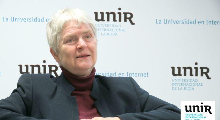 Imagen de la pedagoga sueca Inger Enkvist en la charla de la Universidad Internacional de La Rioja.