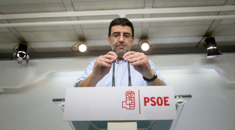 El portavoz de la Gestora del PSOE, Mario Jiménez, durante la rueda de prensa que ha ofrecido en Madrid