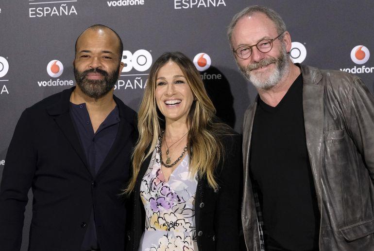 Jeffrey Wright, Sarah Jessica Parker y Liam Cunningham, en la presentación de HBO España en Madrid