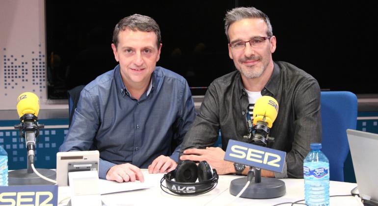 Roberto Sánchez, subdirector de La Ventana, y David Calle, profesor 'youtuber' que opta al 'Nobel' de enseñanza.