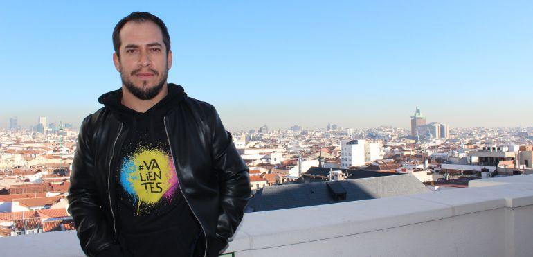 Juan Manuel Montilla, 'El Langui', presenta en 'La guía de padres' la canción contra el bullying 'Se buscan valientes'.