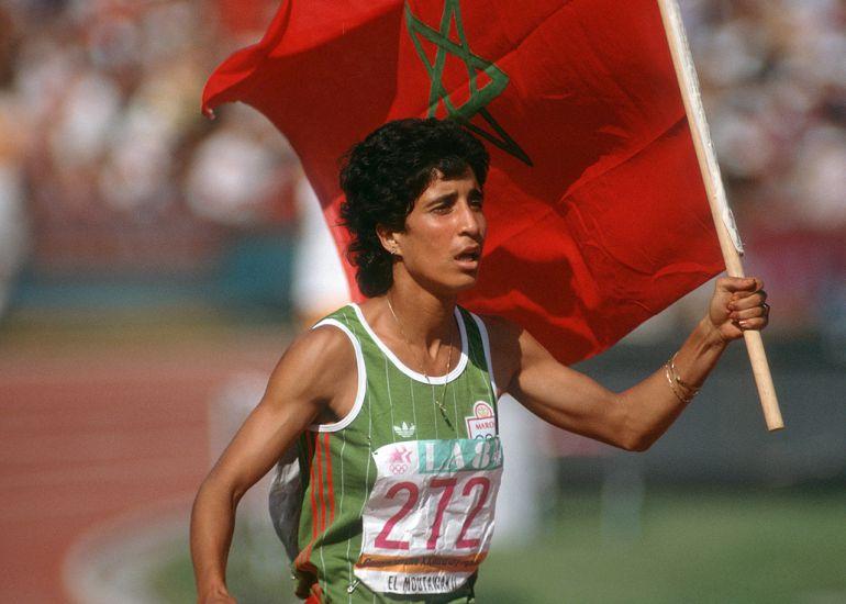 Nawal El Moutawakel tras ganar el oro olímpico en Los Ángeles 1984.