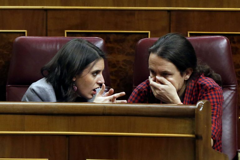 La portavoz adjunta de Podemos, Irene Montero, (en la foto junto a Pablo Iglesias) calificó como 'Machirulo' a uno de los diputados del PP tras un rifi-rafe en el Congreso