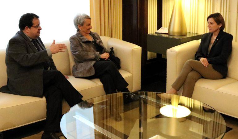 El coordinador del Pacte Nacional pel Referèndum, Joan Ignasi Elena, junto a la exconsellera de la Generalitat, Carme Laura Gil, y la presidenta del Parlament, Carme Forcadell, durante una reunión la semana pasada