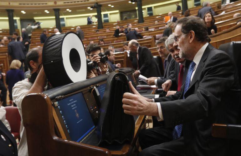 El presidente del Gobierno, Mariano Rajoy, en su escaño poco antes de la sesión de control al Gobierno