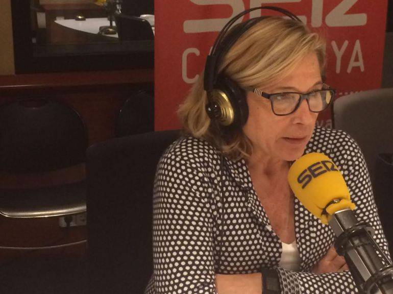 Joana Ortega, exvicepresidenta catalana, en los estudios de Radio Barcelona