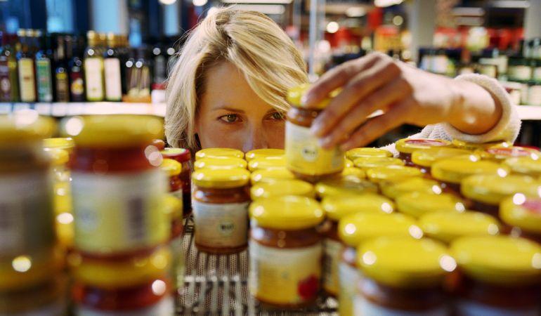 """La OCU avisa de que la mayoría de los términos del etiquetado de alimentos son """"exagerados"""" y engañan al consumidor"""