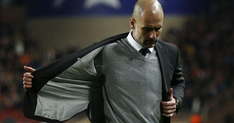 Pep Guardiola se tira de la chaqueta tras caer eliminado en la Champions League