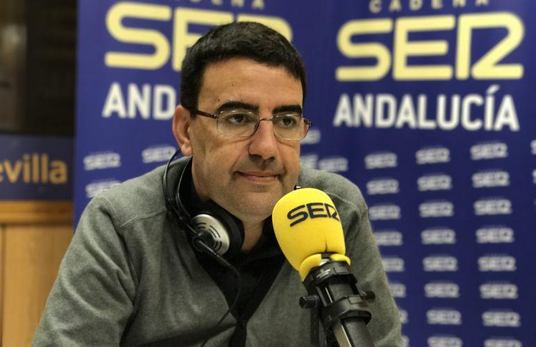 El portavoz de la gestora del PSOE, Mario Jiménez, en los estudios de Radio Sevilla.
