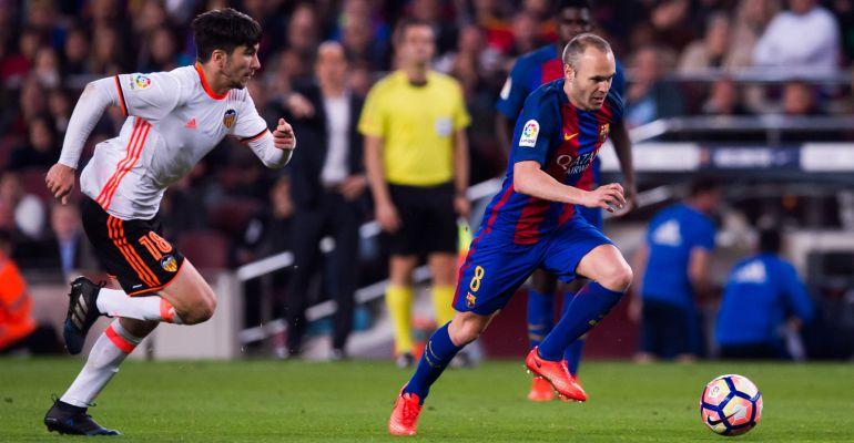Andrés Iniesta, durante el partido del Camp Nou ante el Valencia