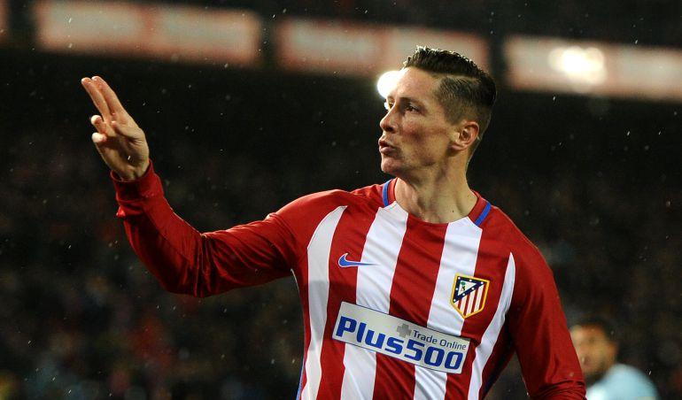 Fernando Torres festeja un tanto frente al Celta de Vigo