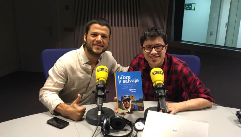 Nacho Dean con Álvaro Benito antes de comenzar El Larguero