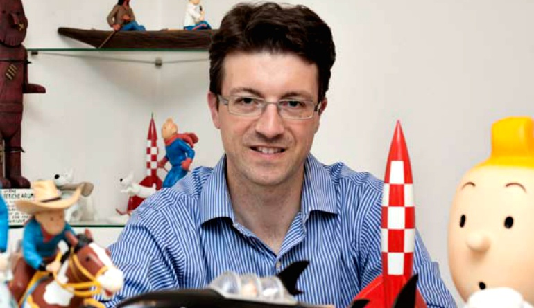 Pedro Rey, el tintinólogo gallego que tiene álbumes de 'Las aventuras de Tintín' en los 116 idiomas en los que han sido publicadas.