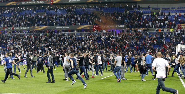 Imagenes de los incidentes del pasado jueves entre Besiktas y Olympique de Lyon