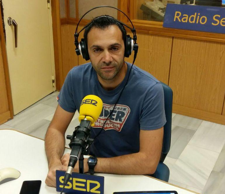 El científico, Francisco Vega, desde los estudios de Cadena SER de Radio Sevilla.