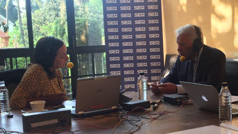 El expresidente Felipe González durante la entrevista con Pepa Bueno.