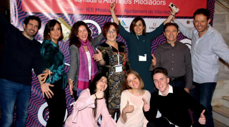 Imagen de algunos alumnos mediadores y parte del equipo docente del I.E.S Parque Goya durante unas jornadas sobre excelencia educativa celebradas en Castellón el pasado febrero.