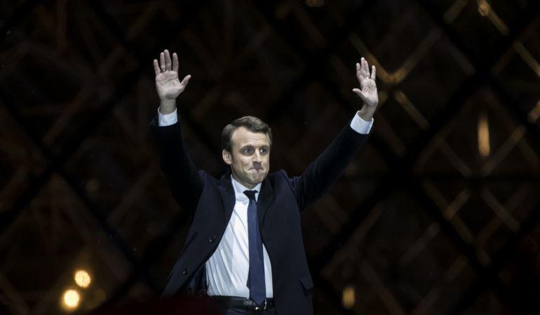 El presidente electo de Francia, Emmanuel Macron, celebra su elección como presidente de la República