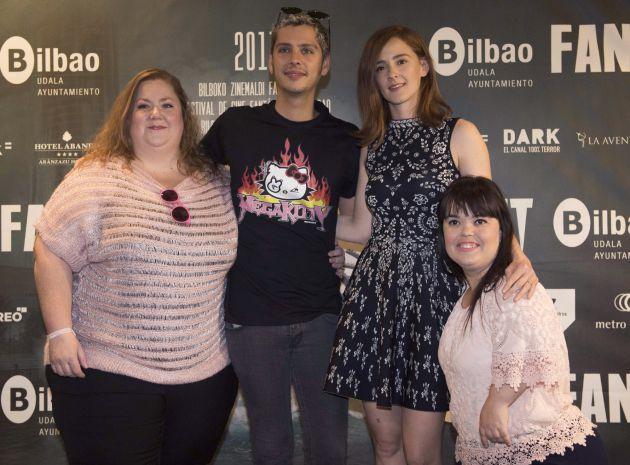 El director español Eduardo Casanova presenta junto a las actrices Itziar Castro (i), Ana Polvorosa (2i) y Ana María Ayala (d) la película 'Pieles'