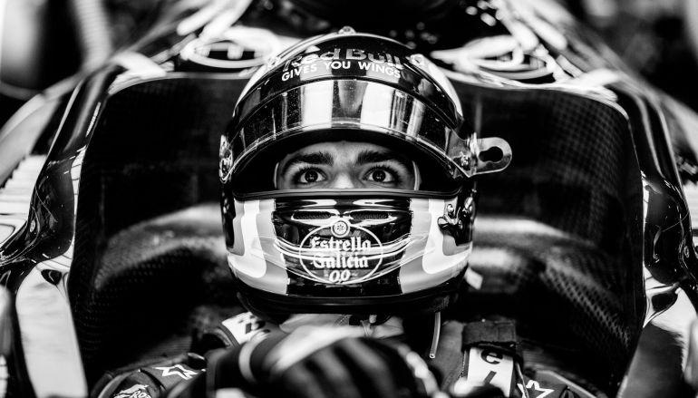Carlos Sainz, en el box de su equipo