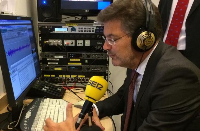 El ministro de Justicia, Rafael Catalá, durante su entrevista en 'Hora 25'