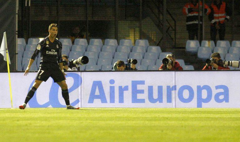 Cristiano celebra su segundo gol en Balaídos