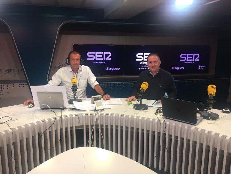 Gorka Pérez, junto a Carreño en los estudios de la SER