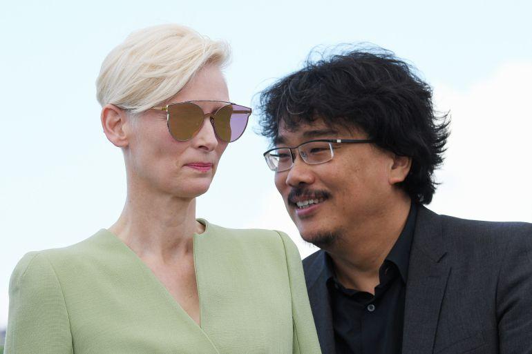 El director Bong Joon-Hon y la actriz Tilda Swinton, durante la presentación en 'Okja'